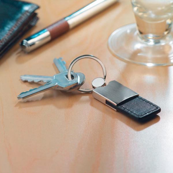 porte clef métal et cuir, personnalisation en gravure laser - mapubauto.com